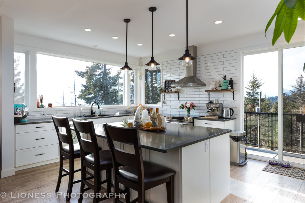 Simple and gorgeous kitchen in Scotch Creek BC