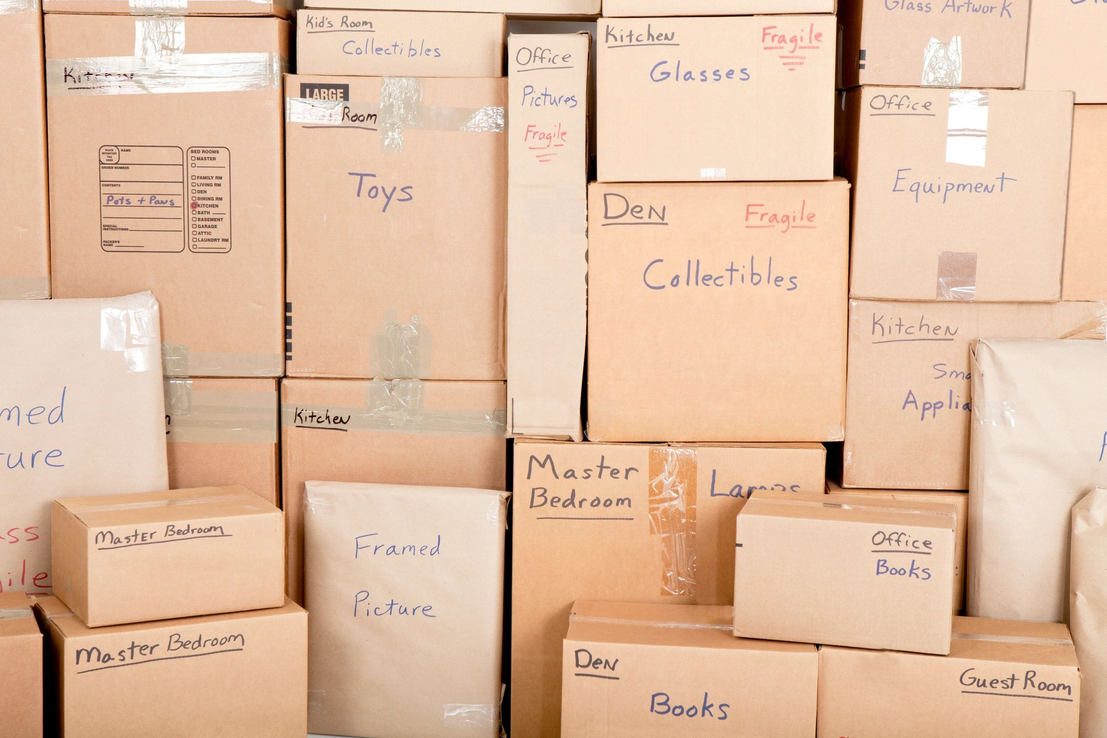There are numerous companies that sell boxes in and around Kelowna.
